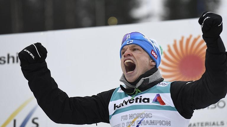 Iivo Niskanen riemuitsee maailmanmestaruudestaan Lahden MM-kisoissa 2017