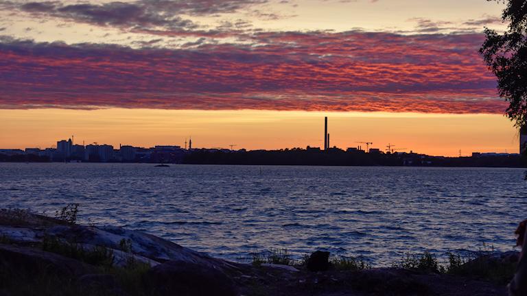Helsingfors värms fortfarande främst av kolkraft - men från år 2029 ska stadens skorstenar ha ställts om till mer miljövänlig energi.