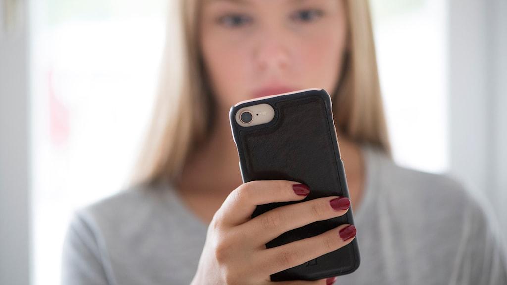 Aktiivisuudella sosiaalisessa mediassa on myönteisempi vaikutus yksilöön kuin passiivisella seuraamisella.
