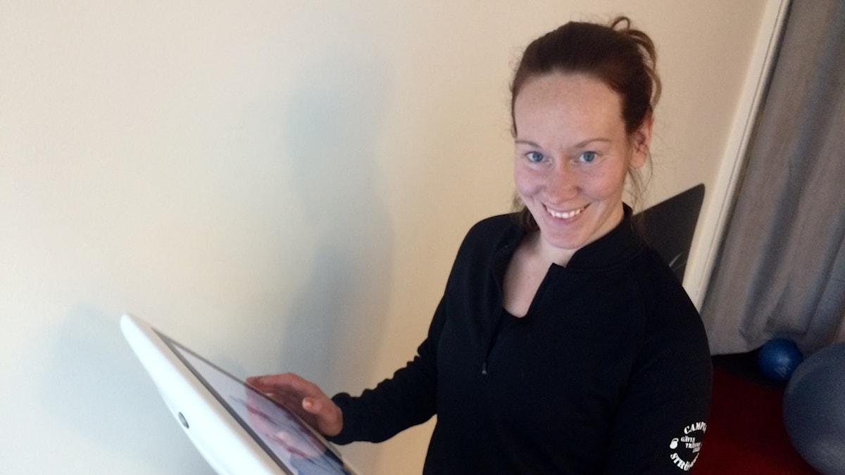 Linda Tiensivu valmistelee EMS-harjoittelua