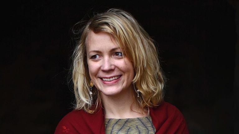 Toimittaja-kirjailia Julia Wiraeus.