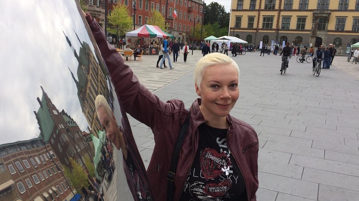 Anu Ritjärvi haluaa tuoda ruotsinsuomalaisuutta ja suomalaisuutta esiin myös huumorin kautta.