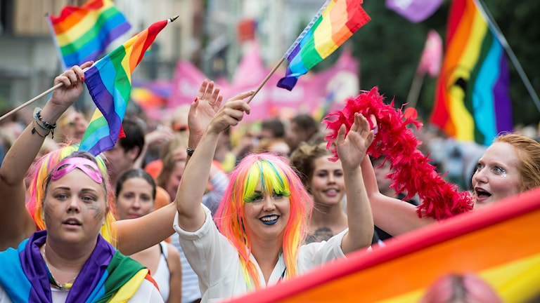 Pride i Stockholm med regnbågsfärger