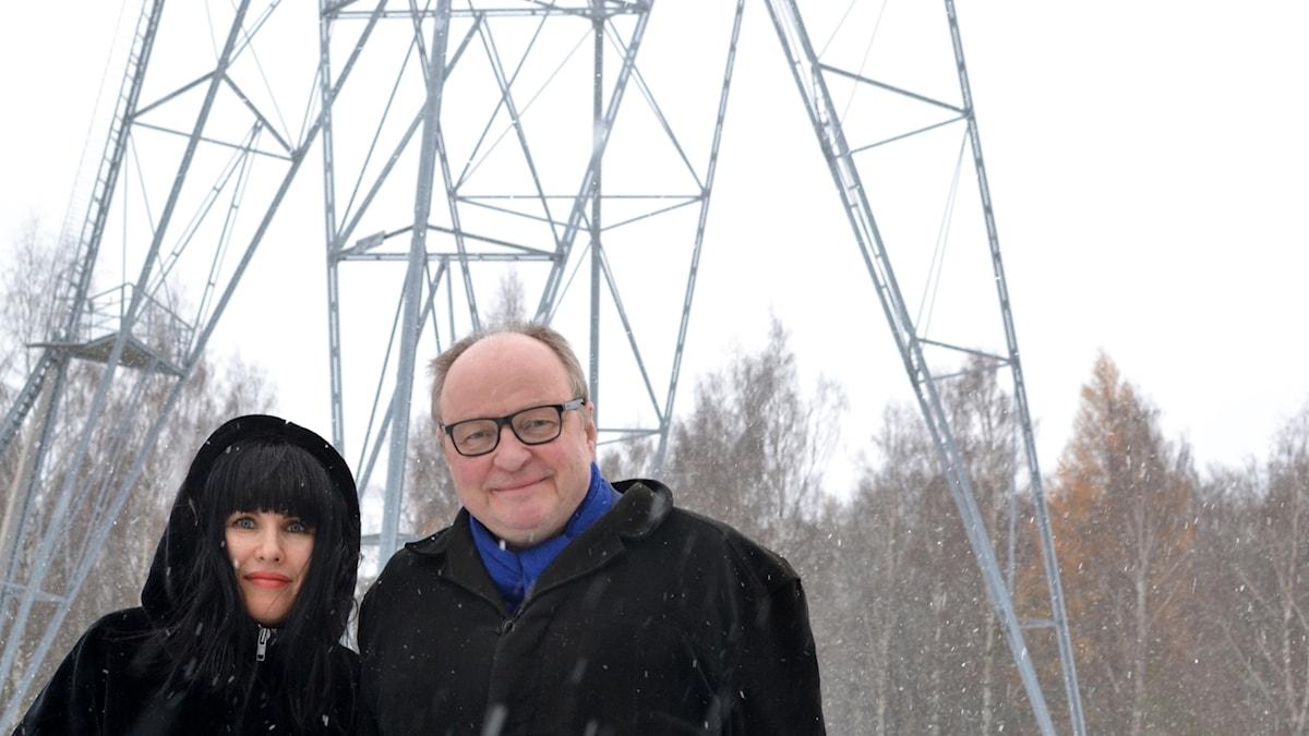 Hanna ja Jorma Motalan radiomastolla.