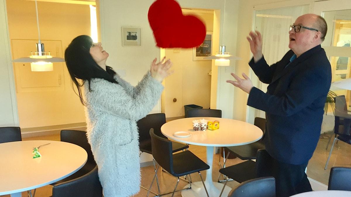 Hanna ja Jorma heittelevät sydäntyynyä ystävänpäivänä