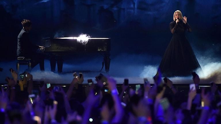 Suomen edustaja Norma John eli Lasse piirainen ja Leena Tirronen esittivät kappaleensa Blackbird Euroviisujen 2017 ensimmäisessä semifinaalissa.
