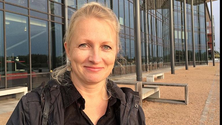 Ruotsinsuomalainen Nanna Huolman on elokuvaohjaaja, käsikirjoittaja ja näyttelijä.