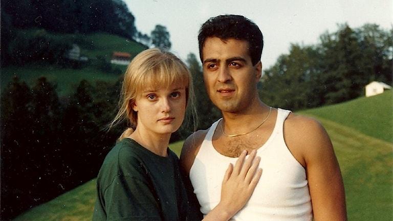 Lea Dabiri ja Ali Dabiri poseeraavat kameralle.