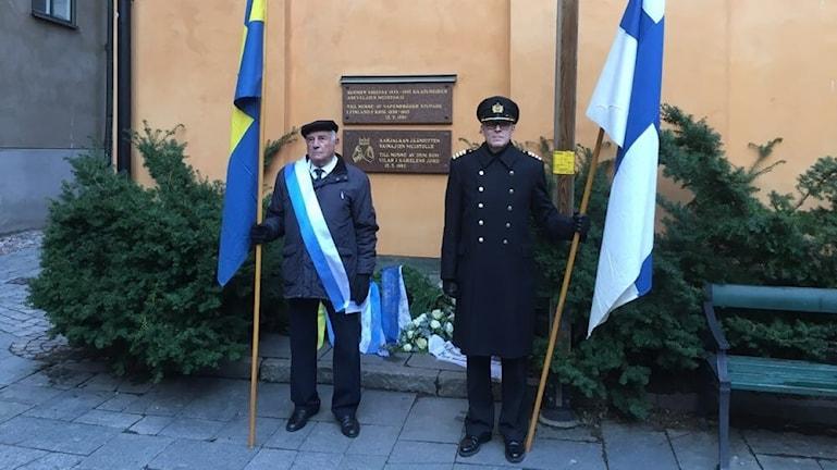 Hedersvakt framför finska kyrkan