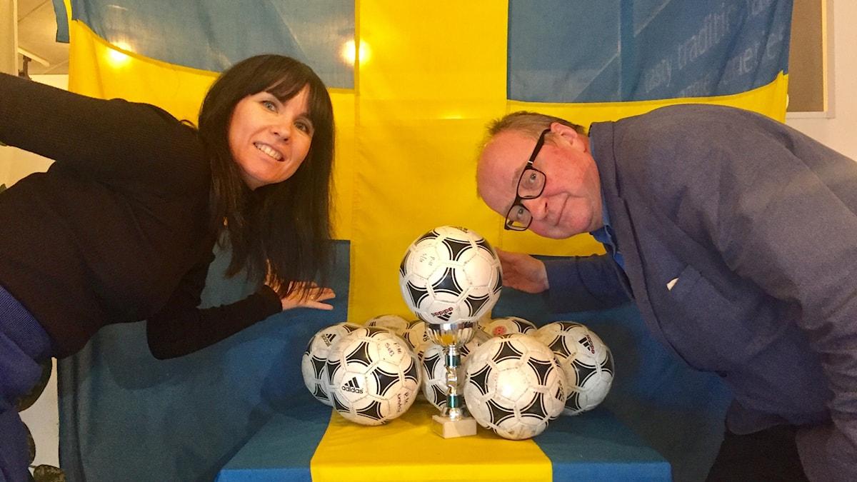 Hanna ja Jorma jalkapallohuumassa.