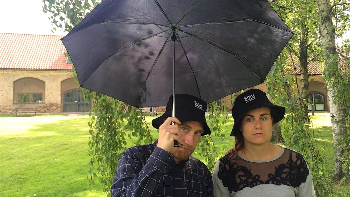 Timo Laine ja Marika Pietilä semihyvissä juhannustunnelmissa.
