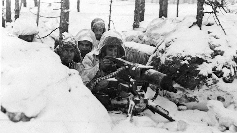 Bilden visar finska soldater i ett kulsprutenäste. Foto: SCANPIX