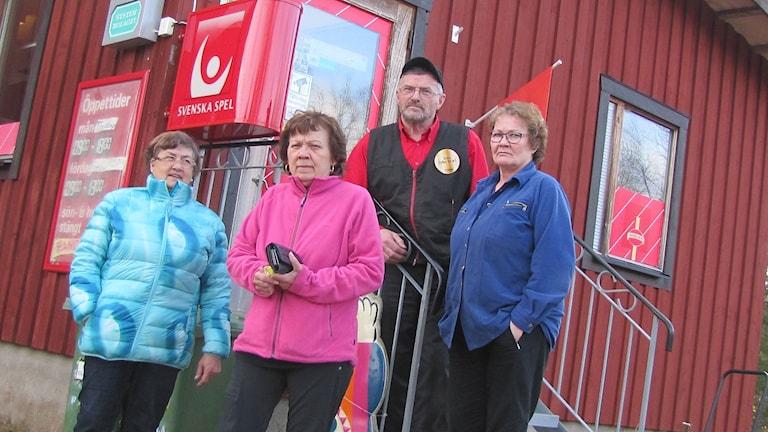 Moni kitkiöjärveläinen haluaisi Norlannin itsenäistyvän. Vasemmalta Tea Waara, Maija Zakrisson, Åke Kuoppa ja Arja Kuoppa.