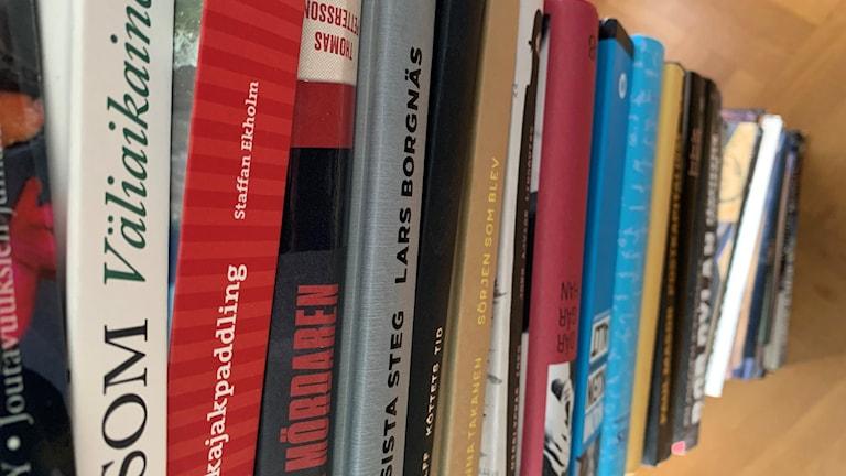 böcker staplade på varandra