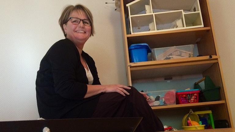 Marjaana Daniels työhuoneessaan