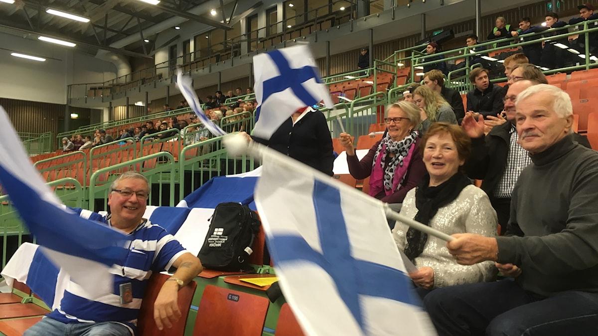 Suomalaisyleisö näkyy ja kuuluu Futsal-turnauksessa Skövdessä