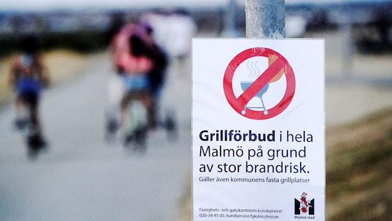 Grillauskieltokyltti Malmössä