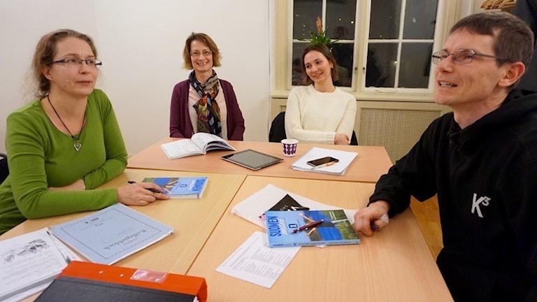Maria Andersen, opettaja Pia Immonen, Natalie Larsson ja Mattias Hedberg.