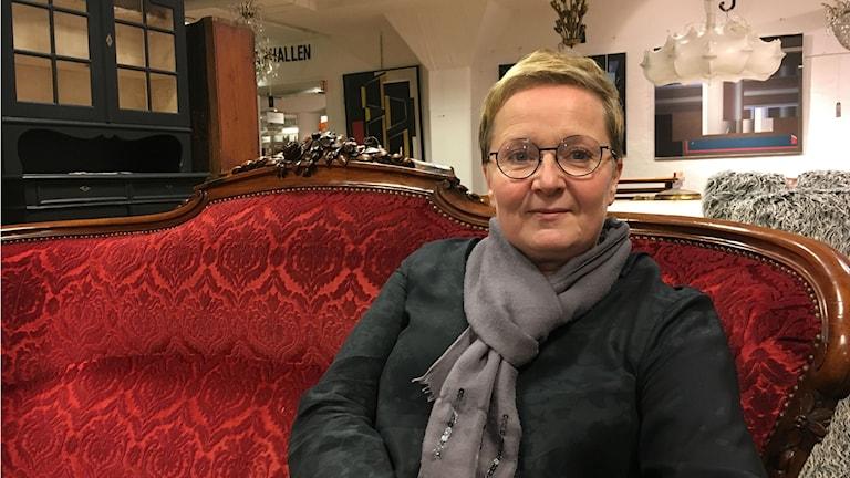 Anna-Kaisa Öhgren Auktionsverketin tiloissa Tukholmassa.