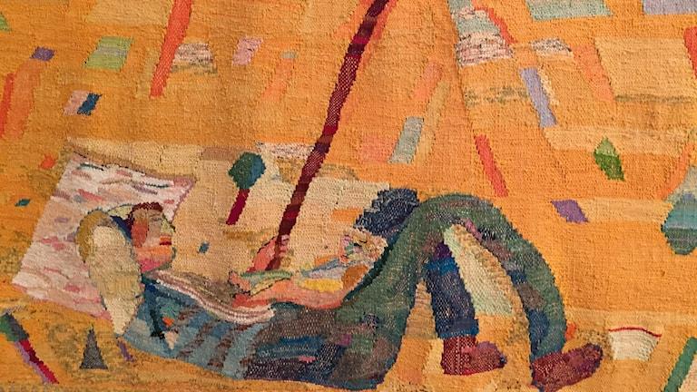 """Under parasollet"" taideteoksen alaosa rajattuna."