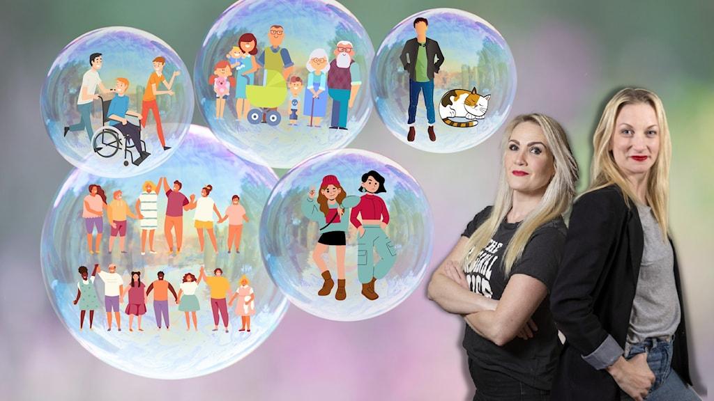 Programledarna står bredvid stora såpbubblor, som innehåller olika slags familjer.