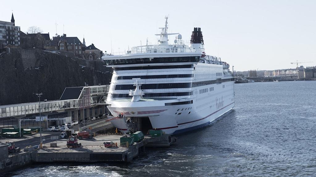 Viking Line -yhtiön laiva satamassa.