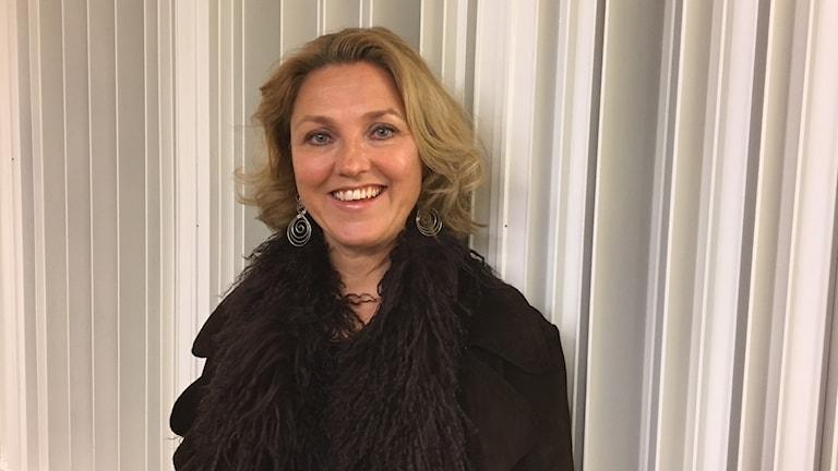 Susanna Levonen katsoo kameraan