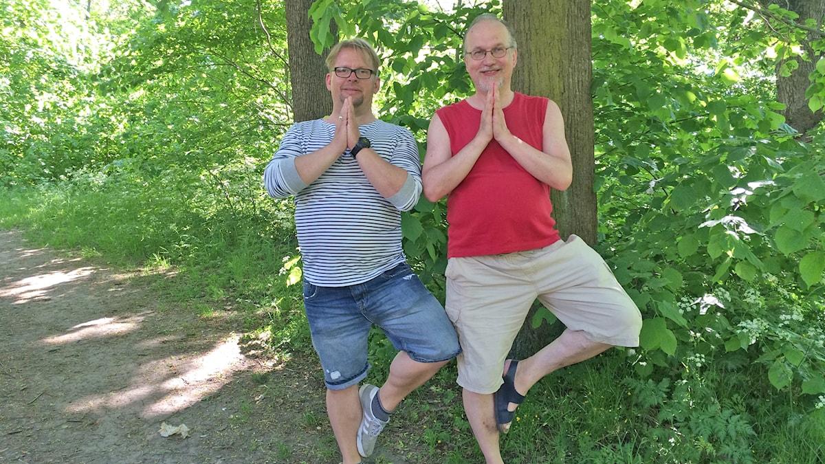 Äijäjooga: Teuvo Ronkainen ja Veikko Tarvainen. Foto: Virpi Inkeri/SR