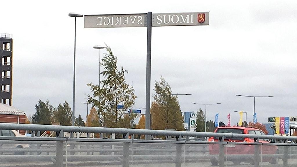 Suomen ja Ruotsin välinen rajasilta, jolla autoliikennettä.