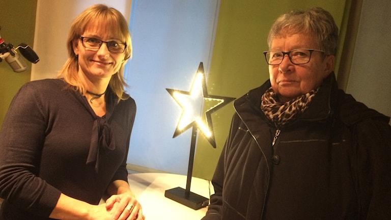 Minna Piispala ja Sinikka Bohlin Gävlen radiostudiossa.
