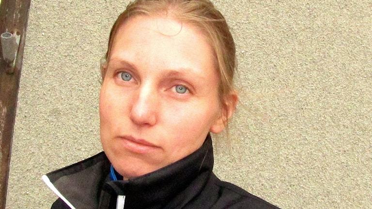 Esikouluikäisen lapsen äiti Sofia Söderholm ei itse saanut oppia suomea riittävästi lapsena.