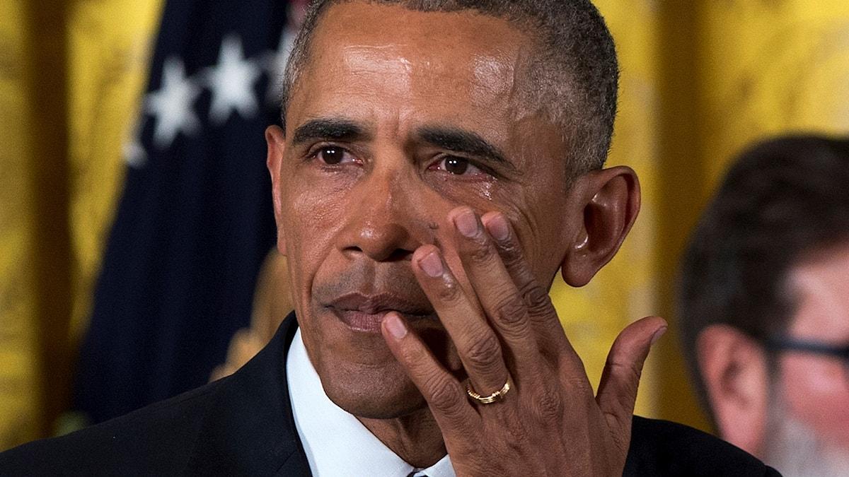 Kyynelehtivä Obama - Mitkä kesäbiisit saa varmaan Barack Obamankin surumieliseksi?