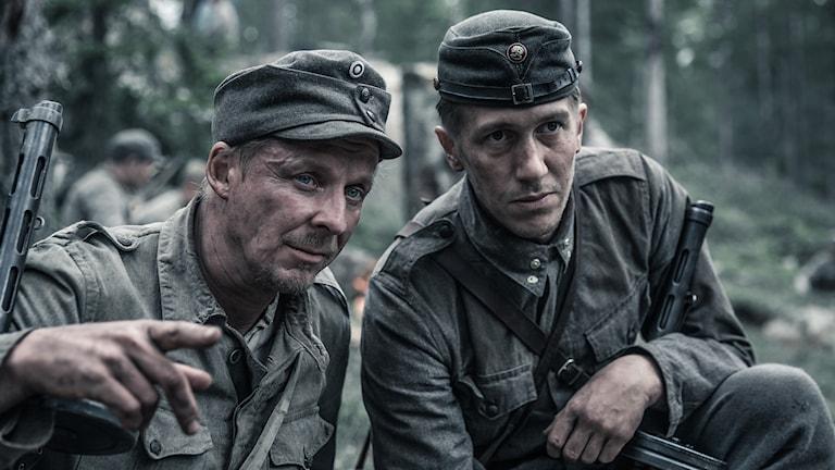 Kuva elokuvasta Tuntematon sotilas - Rokka & Koskela (näyttelijät Eero Aho & Jussi Vatanen)