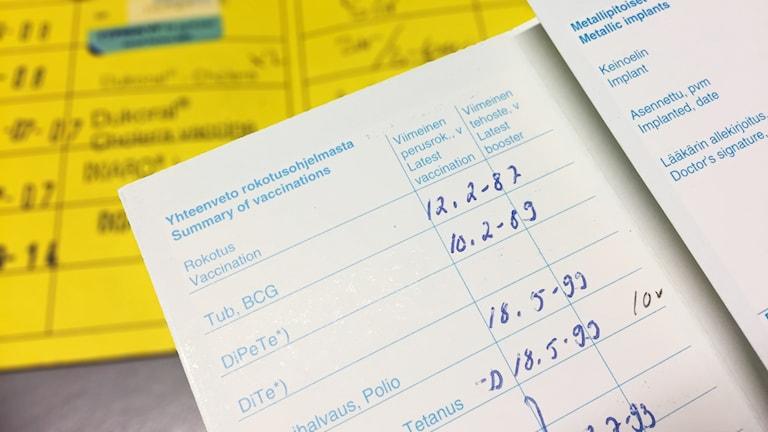 Ett internationellt och ett finskt vaccinbevis