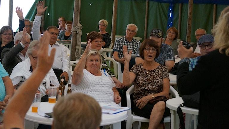 Kuka uskoo ruotsinsuomalaisen kulttuurin säilyvän, äänestys Kulttuurikeskustelu Koukussa.