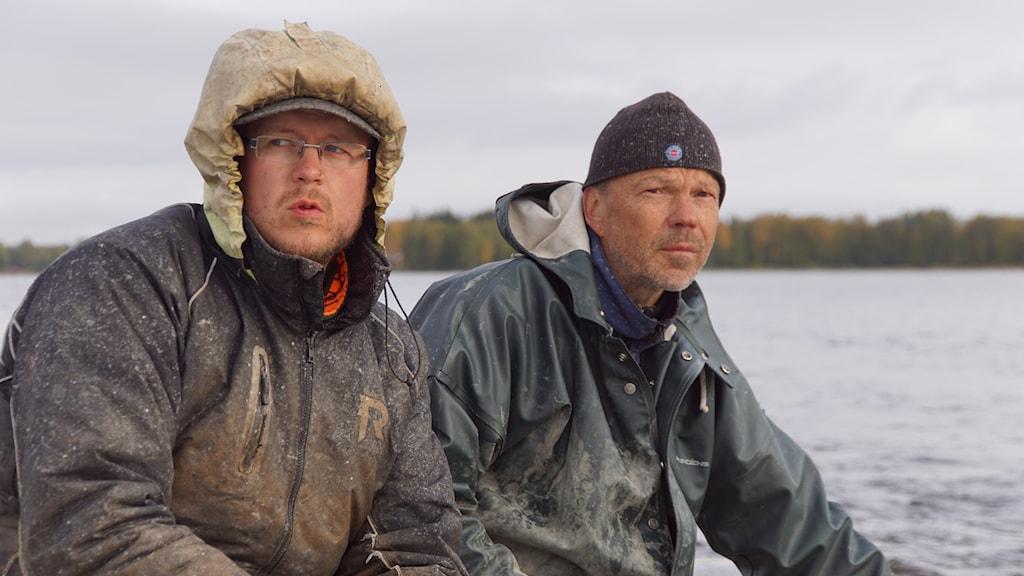 Hoitokalastajat Eemeli Koivisto ja Arto Hautala