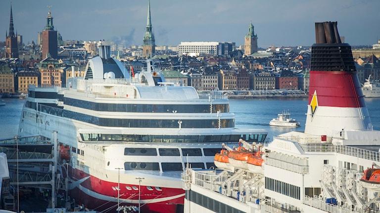 Kuvassa Viking Linen laiva Tukholmassa.