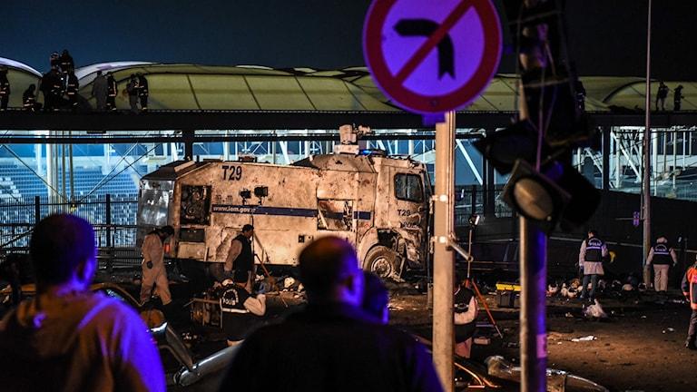 Pommi-isku on tuhonnut suuren alueen Istanbulin Besiktas-stadionin ulkopuolella