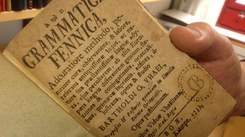 Ensimmäinen suomenkielen kielioppi vuodelta 1773.