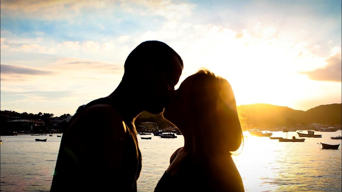 Rakkautta auringonlaskussa.