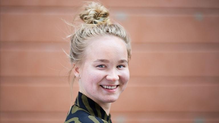 Ella Turta, en blond ung kvinna