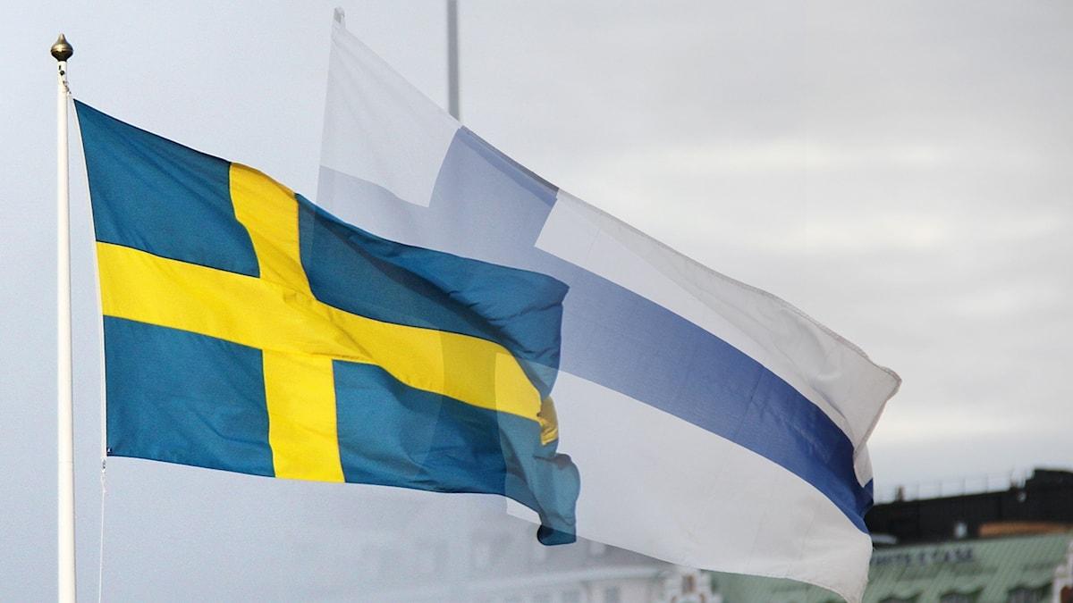 Ruotsin ja Suomen liput liehumassa.