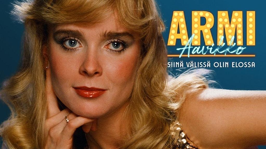 Kuvassa Armi Aavikko, entinen miss Suomi, laulaja  ja esiityvä taiteilija.