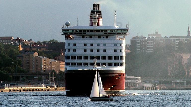 Kuvassa Viking Linen aluksen keula, laiva lähdössä Tukholmasta kohti Suomea.