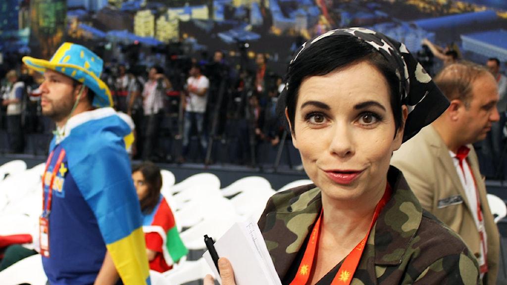Carolina Norén gör vad som helst för att försvara Sverige i Azerbaijan. Foto: Ronnie Ritterland / Sveriges Radio