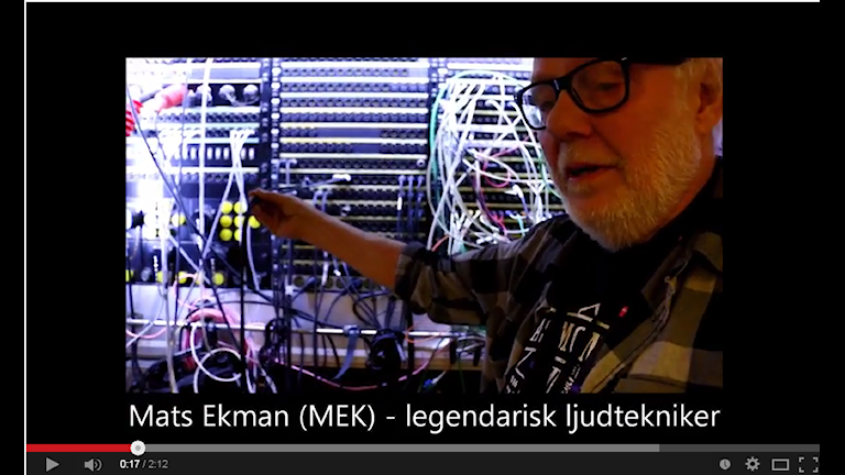"Mats ""MEK"" Ekman legendarisk ljudtekniker har lokaliserat Melodifestivalens hjärta. Foto: Ronnie Ritterland / Sveriges Radio"