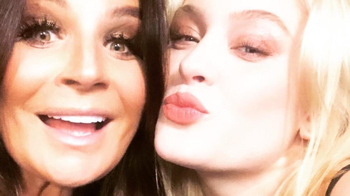 Selfie med Carola och Zara Larsson.