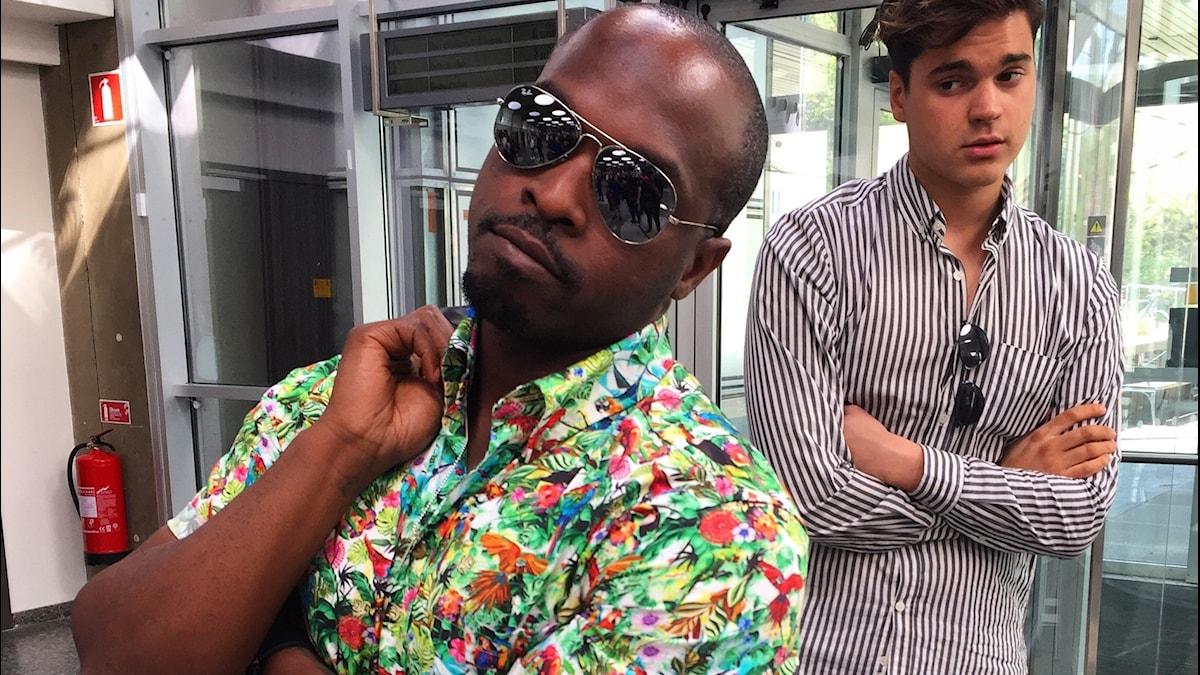 Kodjo owns Hawaiiskjorta, Oscar håller inte med!