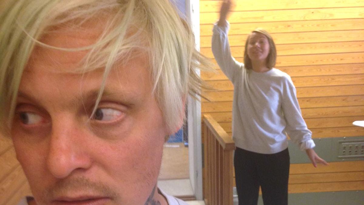 Simon ignorerar Nina när hon försöker hälsa. Foto: Gustaf Widegård/SR