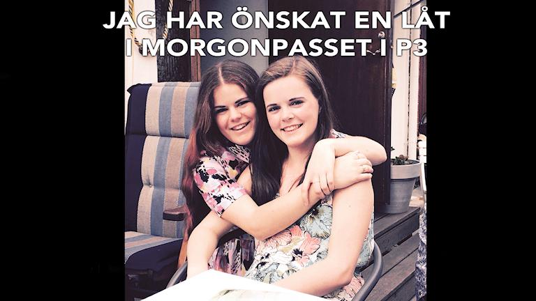 Låtönskaren Emma till vänster med sin syster Lina. Foto: Privat